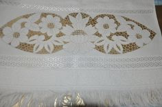 b Cutwork Embroidery, Cut Work, Arte Popular, Sewing, Decor, Bed Linens, Sewing Projects, Bath Linens, Embroidery Stitches