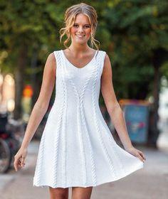 En smuk kjole med en flot pasform. Den er også smart med gamacher eller jeans under.