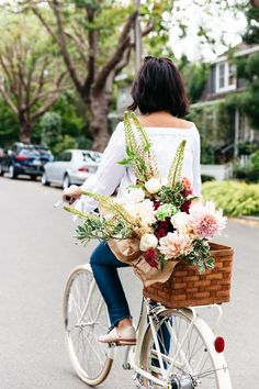 flowers on bike, bike around town, bike photoshoot, street style, pretty flower bouquet
