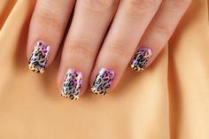 Uñas de leopardo en colores shicking