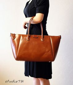 Elegant Formal Leather Shoulder Bag  Dark Brown par studio731, $160,00
