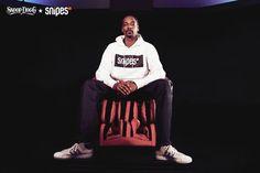 """SNIPES x Snoop Dogg - """"Sei du selbst - be the boss!""""   """"SNOOP DOGG IST HIP HOP HIP HOP IST SNOOP DOGG!""""  DAS war früher mein Spruch ich hab alle damit genervt denn ich hab die Music von Snoop D O Double G geliebt... Tue ich immer noch aber ich spreche von der alten Music von ihm...  Umso mehr finde ich es cool dass der Hip-Hop-Superstar und Entertainment-Ikone Snoop Dogg das neue Gesicht der neuen SNIPES-Kollektion ist! Damit folgt er Größen wie Chris Brown Wiz Khalifa Genetikk oder Kehlani…"""
