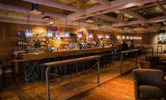 Het Grand Café is een plek waar u heerlijk kunt genieten van een kop koffie en een krant, een lekkere lunch of speciaal biertje of mooi glas wijn.  Dit Grand Café is tevens dé plek waar u, desgewenst tot in de late uurtjes, een fantastisch feest kunt houden of met uw vrienden of (zakelijke) kennissen gezellig bij kunt praten. Ook organiseren wij hier evenementen als onze culinaire avond, een bierproeverij of whiskyproeverij.