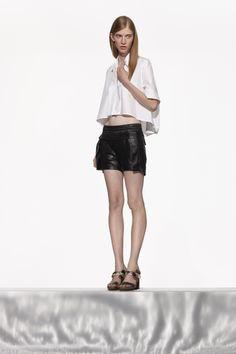 NUBU HOVA top / NUBU VOSU shorts