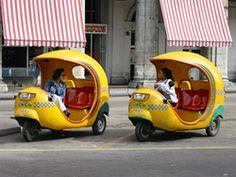 ハバナ名物のココナッツの形を模したココタクシー。愛らしいスタイルで観光客に人気