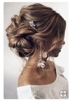 Messy bun for wedding updo. Simple accessories for this beautiful hair updo. #ad