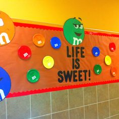 Beginning of the year bulletin board. M theme consisting of bright cheery colors. made out of small party plates. Large M were drawn on colored poster board. Candy Bulletin Boards, Birthday Bulletin Boards, Classroom Bulletin Boards, Classroom Walls, Birthday Board, Classroom Ideas, French Classroom, Classroom Inspiration, Kindergarten Classroom