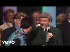 Gaither Vocal Band, Jake Hess - I'm Gonna Keep On [Live] lots of humor from Mark Lowrey Gaither Gospel, Gaither Vocal Band, Christian Music Videos, Christian Humor, Mark Lowry, Gaither Homecoming, Southern Gospel Music, Make Smile, Beautiful Voice