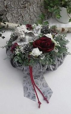 Grave Arrangement Grave Jewelry All Saints Dead Sunday Wreath Ros .-Grabgesteck Grabschmuck Allerheiligen Totensonntag Kranz Rose Engel Grave arrangement grave decoration All Saints Day dead wreath rose angel - Diy Diwali Decorations, Grave Decorations, Christmas Decorations, Holiday Decor, Arrangements Funéraires, Rustic Dining Room Sets, Saints Wreath, Diwali Diy, Cemetery Flowers
