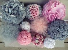 Tutorials for different hanging pom poms. Would be great party decor.