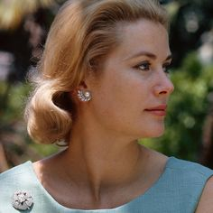 """longpantsatlast: """"natgeofound: """"Princess Grace Kelly in Monaco, Photograph by Gilbert M. Grosvenor, National Geographic Creative """" This is a wonderful picture of a 33 year-old Princess Grace. She had two children by this time (Princess Caroline. Moda Grace Kelly, Grace Kelly Style, Timeless Beauty, Classic Beauty, Princesa Grace Kelly, Photo Glamour, Patricia Kelly, Prince Rainier, Classic Hollywood"""
