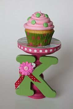 Cupcake stand and cupcakes birthday-party-ideas Cake And Cupcake Stand, Cupcake Cakes, Girl Birthday, Birthday Parties, Birthday Ideas, Cupcake Birthday, Birthday Celebrations, Cupcake Party, Cupcake Ideas