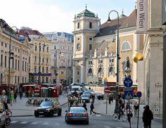 Freyung i Schottenkirche ze swoją wieżą w tle.  #ostermark #österreich #austria #wienna #Vienna #Vyana #Вена #Bec #viden #Wien #Vieno #Vienne #viena #Wenen #Vín #Viena #Vindobona #vieden  #Dunaj #viyana #Bécs #wiedeń #1000thingsinvienna #igersaustria #igersvienna #igerswien #visitvienna #visitaustria
