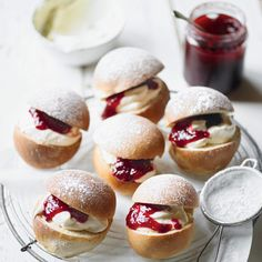 Devonshire Splits - These little buns, split and filled with jam and cream make a great alternative to scones for afternoon tea. If making more than a day in advance, it's better to freeze them, then thaw and warm through in the oven before serving. British Desserts, British Baking, British Bake Off, Cream Bun, Afternoon Tea Recipes, Sweet Buns, Bread And Pastries, English Food, Tea Cakes