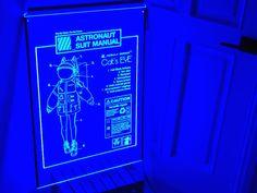 쇼윈도 인테리어 목적으로 창문에 설치된 700x900mm led아크릴사인 aka 창문간판 입니다. Astronaut Suit, Neon Signs, Led, Suits, Astronaut Costume, Suit, Wedding Suits