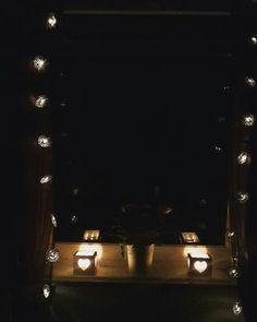 Gemütlich im Bett liegen und den Abend ausklingeln lassen.  #love #kerzen #lichterketten #follow #followme #followforfollow # ichliebees #ichliebedich