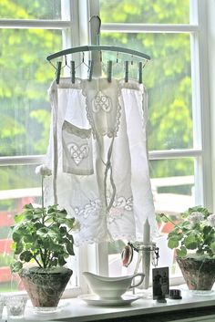 Vintage Apron hanging on a window sill~~~~~I would use this apron as a curtain in my kitchen window:) White Cottage, Cozy Cottage, Cottage Style, Romantic Cottage, Vibeke Design, Aprons Vintage, Linens And Lace, Window Sill, Country Decor