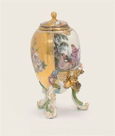 A MEISSEN SILVER-GILT MOUNTED OVIFORM SPIRIT-URN AND COVER CIRCA 1745, BLUE CROSSED SWORDS MARK, THE MOUNTS CONTEMPORARY