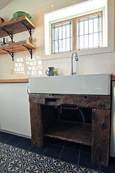 Old established as vanity in a kitchen - Kitchen Sink, Kitchen Vanity, Kitchen Interior, Wood, Bromont, West Wing, Farmhouse Ideas, Inspiration, Comme
