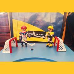 #vscocam #vscotoy #instasize #instatoy #daily #playmobil #sportaction #hockey #birthday #present #freitag #플레이모빌 #생일선물 뒤에 있는 #프라이탁 도 어울림!!!!!! @kyunghye_min 선물!!!