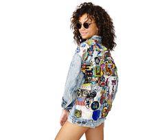 Comment porter la veste en jean? Elle est notre coqueluche de l'été. Voici 10 façons de la porter au gré de nos changements d'humeur.