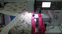 How to add binding to your quilt by using a decorative stitch on your machine. Quick and easy, step by step binding tutorial. Bound To You, Quilt Binding, Table Toppers, Ufo, It Is Finished, Quilts, Stitch, Table Runners, Sewing Ideas