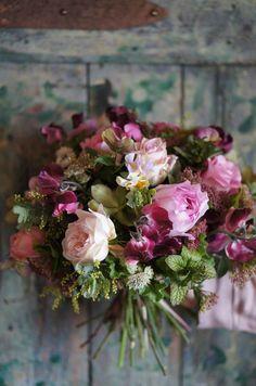 Naturalist bouquet. flowers, roses