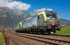 The Vectron MS locomotives will be used in cross-border operations in Germany, Austria, Switzerland, Italy, the Netherlands and Belgium. Freight Transport, Rail Transport, Diorama, Swiss Railways, Electric Locomotive, Trains, North South, Commercial Vehicle, Railroad Tracks