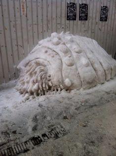 街中で遭遇したらビビる!(笑)力作揃いの「すごい雪だるま」【12枚】 | COROBUZZ