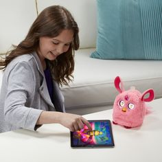 Furby Connect gives Furby more interactive features with its mobile app - http://extragizmo.com/2016/12/19/furby-connect-gives-furby-more-interactive-features-with-its-mobile-app/
