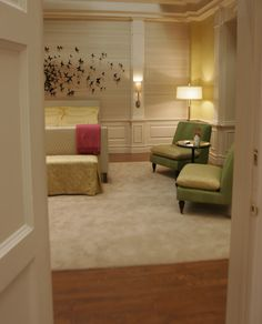 Serena Van Der Woodsen Room- Can also see other Gossip Girl rooms and decorating!