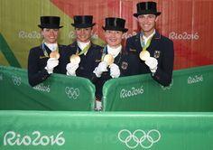 Und so konnte Sönke Rothenberger mit seinen Teamkolleginnen Isabell Werth,...