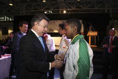 Presidente Juan Manuel Santos Calderón  felicita a competidores en ceremonia de clausura y premiación de Worldskills Colombia 2012