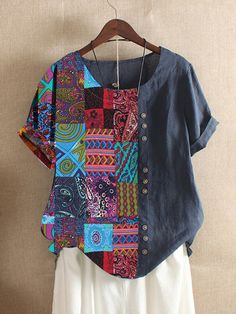 Folk Style Print Patchwork Short Sleeve Summer T-shirt look chipper and natural. NewChic has a lot of women T-shirts online for your choice, believe you will find your cup of tea. Moda Popular, Bohemian Print, Ethnic Print, Folk Fashion, Women's Fashion, Africa Fashion, Fashion Spring, Latest Fashion, Fashion Online