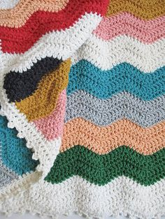 She says edging is one row of single crochet and one row of picot crochet.  <3 and perhaps I will edge my ripple this way!
