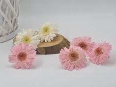 Vamos con el mes de mayo y con otra flor. En este ocasión las gerberas. | Flores Akita Akita, Mayo, Florists, Wedding Bouquets, Weddings, Boyfriends