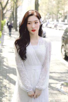 chaeyeon is so beautiful i can't breathe Ulzzang Korea, Ulzzang Girl, Asian Girl, Korean Girl, Girls Channel, Jung Chaeyeon, Korea Fashion, Korean Celebrities, Hot Dress