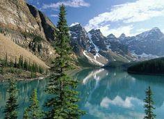 lago con montañas- azul