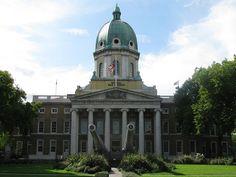 El Museo Imperial de la Guerra en #Londres es gratuito y se pueden encontrar colecciones de submarinos, tanques, aviones de guerra y más.