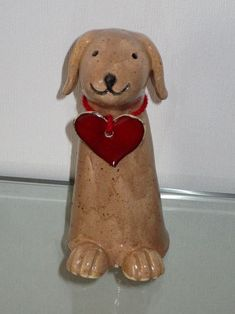 kleiner Hund mit Herz Muslim Veil, Yard Art, Creatures, Teddy Bear, Clay Animals, Clays, Shapes, Sculpture, Pottery Ideas