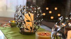Und dazu die Kollektin Beerenzweige! Zierliche Blätterranken mit reflektierenden Beeren sorgen für goldenen Glanz! / Des feuilles dans les tons cuivrés et des baies brillantes s'enroulent autour de la lueur des bougies.