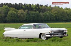 "Der Cadillac Eldorado - am Treffen ""American Live"" 2012: http://www.zwischengas.com/de/VC/veranstaltungsberichte/American-Live-und-Italiauto-2012-Cruising-in-the-Rain.html?utm_content=buffere5627&utm_medium=social&utm_source=pinterest.com&utm_campaign=buffer  Foto © Bruno von Rotz"