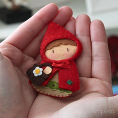 Felt Little Red Ridding Hood Brooch For some reason this reminds me of Cartman dressed up and cracks me up!Felt Little Red Riding Hood Brooch-I could sew it if I was brilliant and extremely artistic.Petit Chaperon Rouge en feutrine - Little Red Riding Hoo Felt Diy, Felt Crafts, Fabric Crafts, Sewing Crafts, Sewing Projects, Kids Crafts, Felt Fabric, Fabric Dolls, Felt Decorations