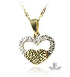 Zawieszka wykonana ze złota próby 585. Serce podwójne, wysadane cyrkoniami oraz grawerowane. Długość całkowita to około 2,0 cm, szerokośc około 1,5 cm.