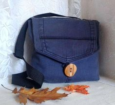 Sac à bandoulière ajustable en jean recyclé avec rabat et