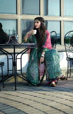 Mahira Khan... I love how she dresses <3