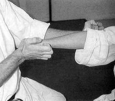 Kansetsu uchi Holding Hands