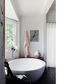 Great space + bath tub