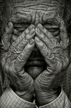Check out this finest black and white portrait photo! Check out this finest black and white portrait photo! Old Man Portrait, Portrait Photos, Foto Portrait, Simple Portrait, Black And White Portraits, Black And White Photography, Old Faces, Eye Photography, Photography Classes