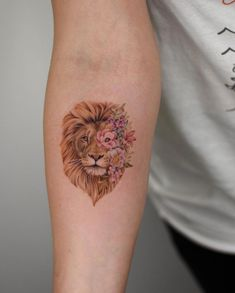 by Bryan Gutierrez lion tattoo 60 Gorgeous Tattoos Your Friends Will Hate You For - Straight Blasted Gorgeous Tattoos, Unique Tattoos, Cute Tattoos, Flower Tattoos, Body Art Tattoos, Small Tattoos, Sleeve Tattoos, Lion Tattoo With Flowers, Feminine Tattoos